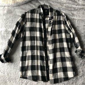 Black & White Plaid long sleeve button up Sz M